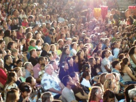 Merrie Monarch crowd in Hilo 2008